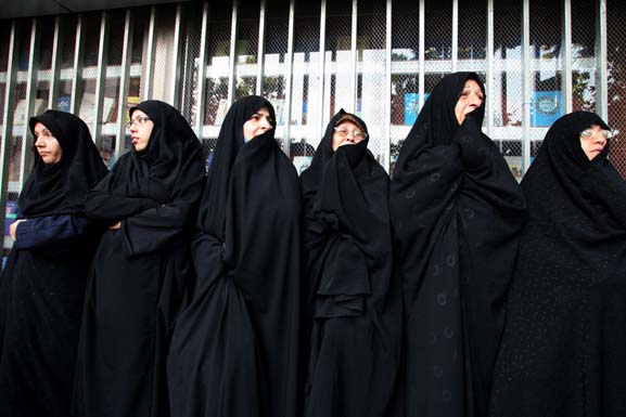 Simple Iranian Chador Iran Dress Code  Travel To Iran