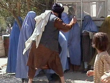 Image hotlink - 'http://iranpoliticsclub.net/islam/women-before-after/images/Taliban%20hitting%20Afghan%20Women.jpg'
