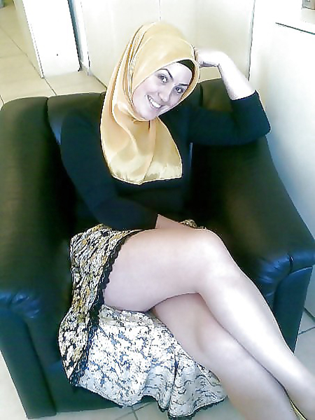 Funny Sexy Hijab Muslim Girl Shows Legs